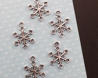 Snow Flake Charm. 10 pcs Antique Silver Tone Winter Snow Flake Charms 19x15mm. Winter Charm. Christmas Charm. Snow Flake Charm. - (10-0042J)