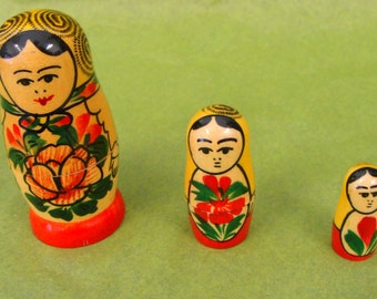Set Of Three Matryoshka  Nesting Dolls