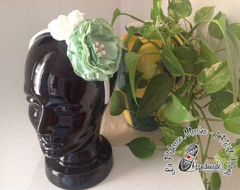 Headband for hair with large flowers in green and white satin
