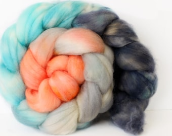 Twilight 4 oz Merino softest 19.5 micron Roving Top for spinning