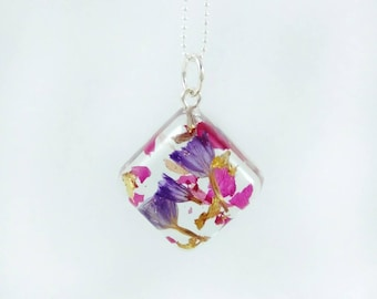 Real flower necklace for women Gift under 30 Terrarium necklace Resin jewelry Dried flower jewelry Terrarium jewelry Pink resin necklace