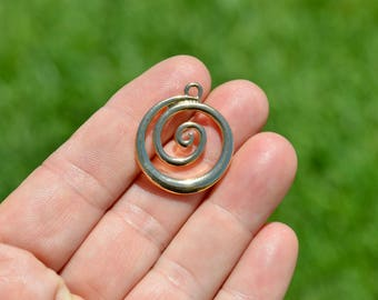 5  Round Spiral Gold Tone Charms GC3392