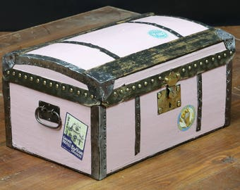 Spray-painted R854 doll trunk