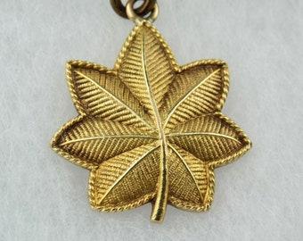 10K Yellow Gold Oak Leaf Pendant Sweetheart Jewelry - Keepsake Major Insignia - 7.1 grams