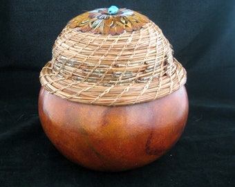 Forest Cache - Gourd Bowl with Pine Needle Coiling Lid