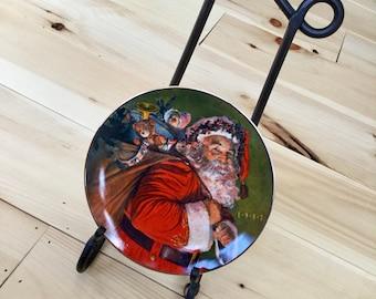 Avon 1987 The Magic That Santa Brings Christmas Plate NIB