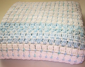 SHIPS FREE* Bulky Large Crochet Baby blanket, Blue and White Crochet Baby Blanket, Baby Shower Gift, Bulky Childs Throw, Wheelchair Throw