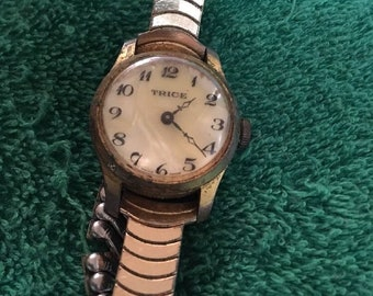 Vintage TRICE WATCH CO Ladies Watch Metal Band - Non Working
