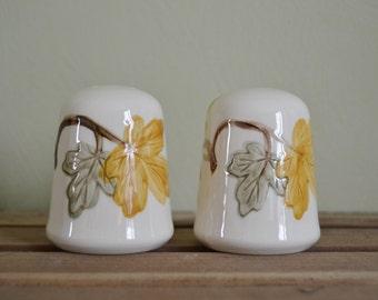 FRANCISCAN OCTOBER Salt Pepper Shakers Ceramic Gold and Green Leaves