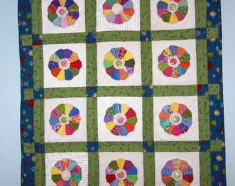 Miniature dresden plate quilt wall hanging or doll quilt
