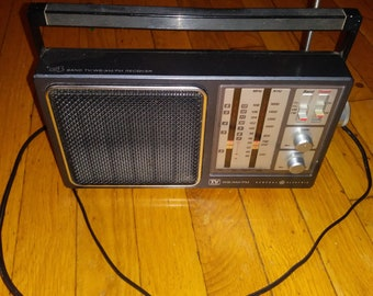 General Electric 1985 4 band tv/wb/am/fm radio receiver 72945A