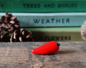 By the Shed Red Hot Chilli Pepper Pin Badge - Lapel Badge - Tie Pin - Vegetable - Fruit - Allotment - Gardening - Garden Gift - Quirky - Fun