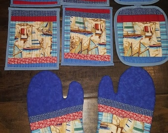 Kitchen Sailing Kitchen Set: 4 mug rugs, 2 oven mitts and 2 potholders