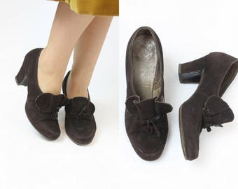 40s Shoes Size 7 / 1940s Vintage Suede Pumps / Baby Doll Ruffle Pumps