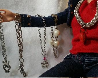 Barbie. Jewelry. Necklace. Acessories. Miniature. Pearl. Doll. Miniatures. Barbie necklace. Dress up