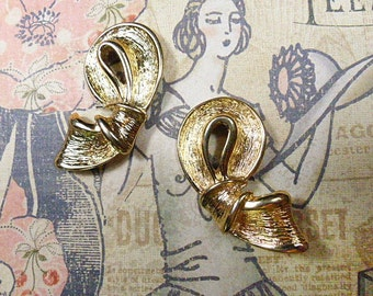 Vintage Embossed Gold Bow Clip Earrings - V-EAR-643 - Gold Clip Earrings - Gold Bow Earrings - Ribbon Bow Clip Earrings - Gold Earrings