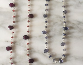 Silver choker with garnet and iolite.