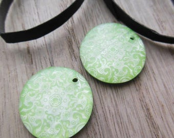 set of 2 plastic pendant beads