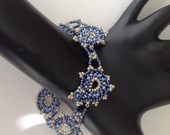 Paisley bracelet in blue and silver colors