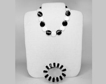 vintage 1960s chunky black and white necklace and stretch bracelet MOD   G