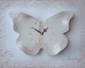 Ceramic clock Butterfly shaped, beige effect weathered shabby chic