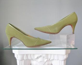 Green Stilettos / Vtg 50s / Olive Green Stilettos / Classic 50s Green Pumps