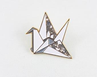 Origami Paper Crane Soft Enamel Pin,Enamel Pin,Origami Jewelry,Paper Crane,Origami Tsuru,Paper Anniversary Gift,Paper Crane,Stocking Stuffer