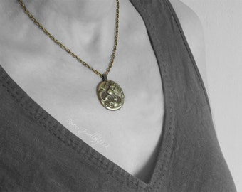 Cersei Lannister Lion Necklace Game of Thrones Season 6