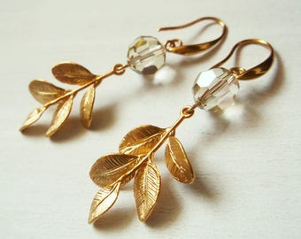 Pendant earrings with gilded brass leaves and Swarovski crystals beads