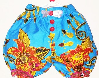 Shorts in Hibiscus Print
