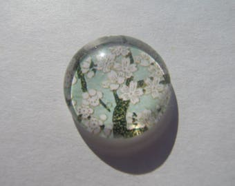 Cabochon 20 mm round domed with its image of floral printed gray green