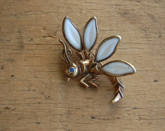 Vintage 1960s hornet pin ∙ vintage insect brooch