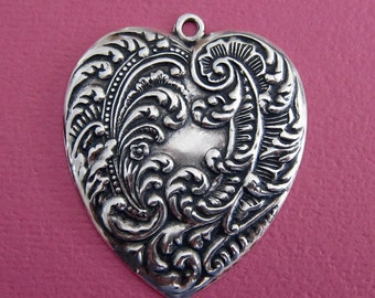 NEW Ornate Silver Heart Charm 3404
