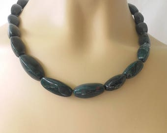 Vintage 60s  glass dark green beads necklace