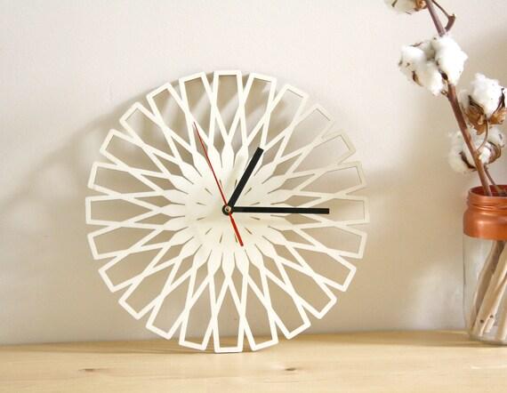 Horloge murale en bois design géométrique minimaliste décoration moderne motif découpé rond 28 cm cadeau naturel artisanal art mural