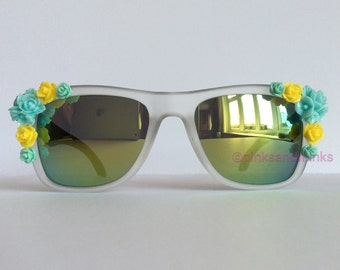 Yellow Canary - Reflective Embellished Sunglasses Mirrored Black Temple Arm Blue Yellow Flowers Sunnies