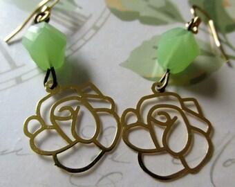 Green Bead Flower Earrings