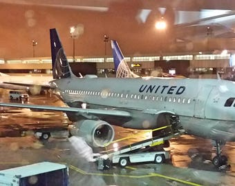 Digital Photograph of United Airlines A-320