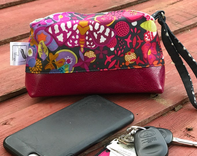 The Vintage Style Clutch Wristlet ~ Rainbow with Hot Pink Vinyl