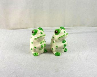 Green Frogs Salt And Pepper Shaker Set Vintage Frogs Ceramic Frogs Shakers Salt And Pepper Green White Frogs