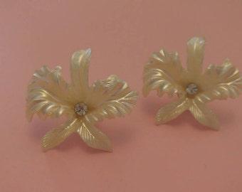 Vintage celluloid flower pierced earrings 1960's ivory colour floral