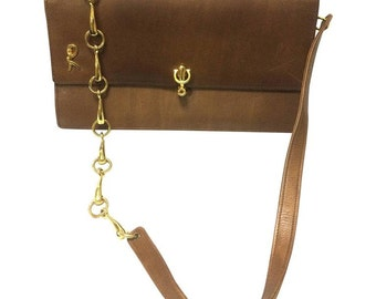 70's vintage Roberta di Camerino brown leather chain shoulder bag with golden R logo motif. Classic purse.