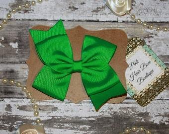 Emerald Green hair bow , Saint Patrick's day hair bow , school bow, green hair clip , hair bows for girls