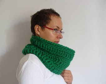 Crochet cowl scarf, snood scarf, chunky cowl neck scarf, green women's infinity scarf, snood scarf, neckwarmer, circle cowl, gift for her