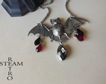 Gothic bat necklace - vampire necklace - bat necklace - bat pendant - gothic necklace - gothic jewelry - gothic jewellery