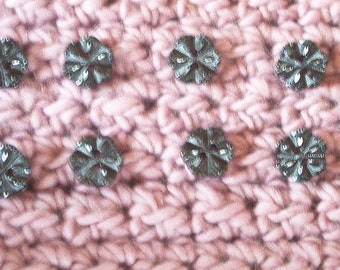 Set of 8 flowers black faceted buttons