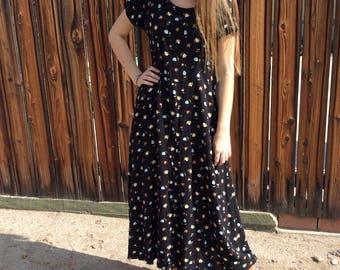 Vintage Black Floral Midi Dress with Scoop Neck Short Sleeves
