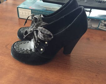 Vintage Betsey Johnson Grey And Black Shoes Women's Size 7