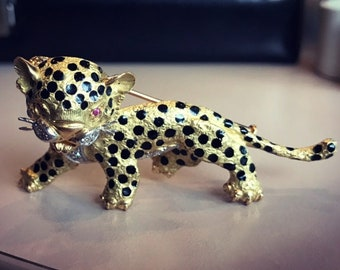 Fabulous leopard brooch in solid gold