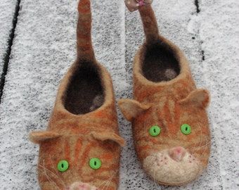 Red cats felted slippers! Custom handmade slippers. Natural felted wool. Comfortable flat slippers, great gift for woman, girl or man